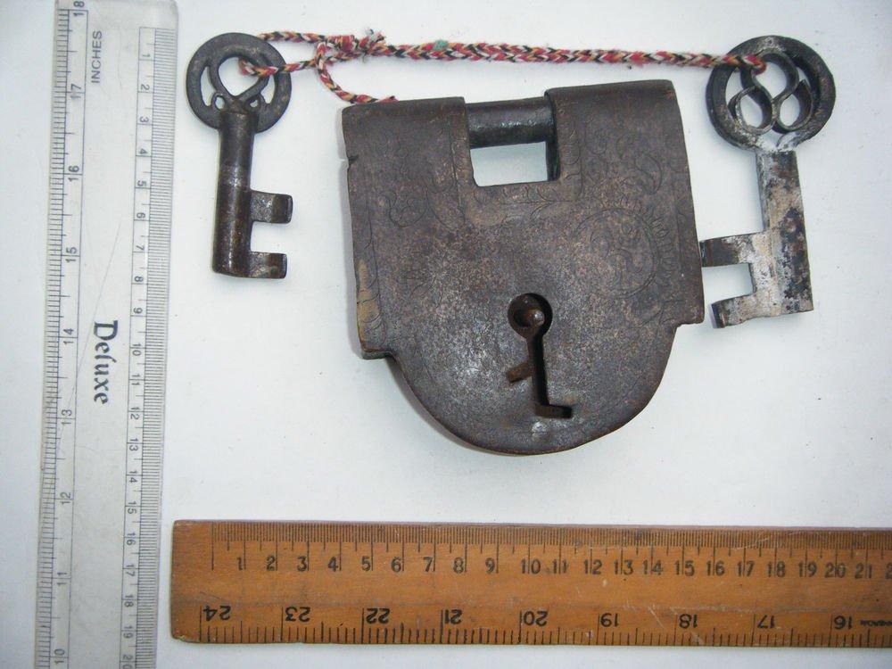 Original Old Iron Lock Antique Handmade Heavy Pad Lock Rare India Working #1522