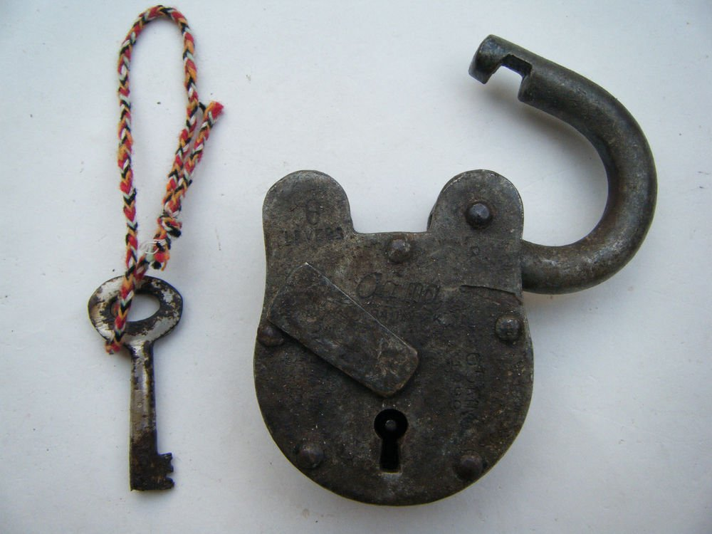 Original Old Iron Lock Antique Handmade Heavy Pad Lock Rare India Working #1546