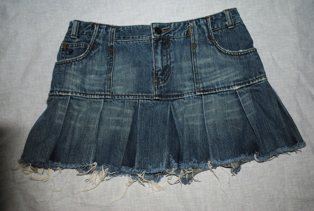 American Eagle Outfitters Distressed Denim Mini Skirt Pleated Stone Washed Sz 4