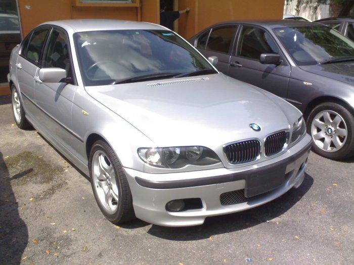 BMW325 E46