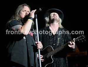 """Johnny and Donnie Van Zant 8""""x10"""" Color Concert Photo"""