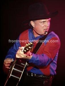 "Musician Garth Brooks 8""x10"" Color Concert Photo"
