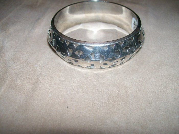 Silver leaf patterned bracelet