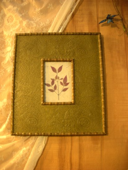 Green Embossed Frame with Flower - CRgf