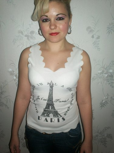 PARIS STYLISH TOP T-SHIRT NEW AND PERFECT