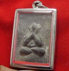 CLOSE EYES PIDTA LP BOON BUDDHA THAI LIFE PROTECTION AMULET LUCKY GAMBLE PENDANT