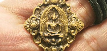 CLOSE EYES EARS ANUS PIDTAWAN BUDDHA PIDTA PITTA THAI YANT MAGIC AMULET PENDANT