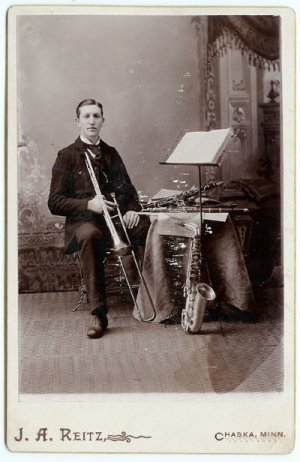 Multi Horn Player Cabinet Card