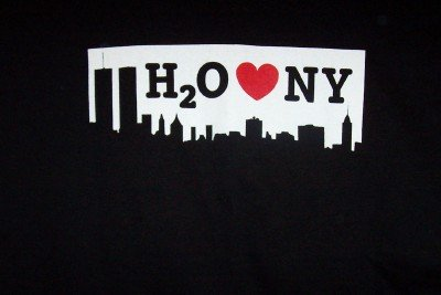 H2O T-Shirt Heart NY Logo Black Size Medium