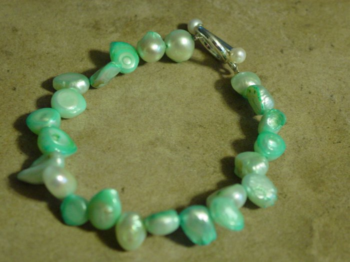 Beautiful freshwater pearl bracelet