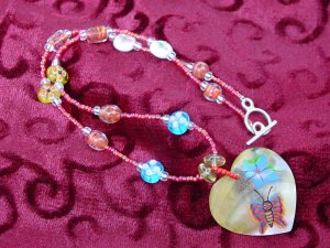Heart shell pendant necklace