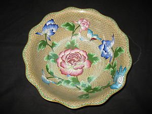 ANTIQUE CHINESE CLOISONNE ENAMEL FLORAL BOWL