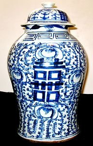 ANTIQUE CHINESE PORCELAIN  HAPPINESS BLUE AND WHITE VASE WITH LID