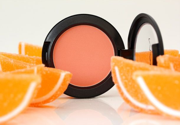 "MAC ""HONEY JASMINE"" POWDER BLUSH"