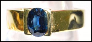 Oval Blue Sapphire Solitaire Gemstone 18K Yellow Gold Ring [RS0051]