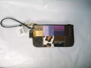 COACH HOLIDAY PATCHWORK WRISTLE.