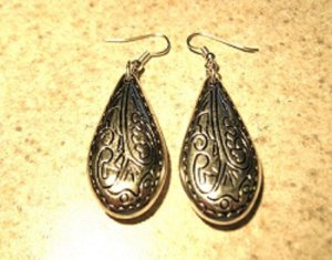 Earrings Pierced Tibetan Silver Etched Teardrop Charm NEW #457