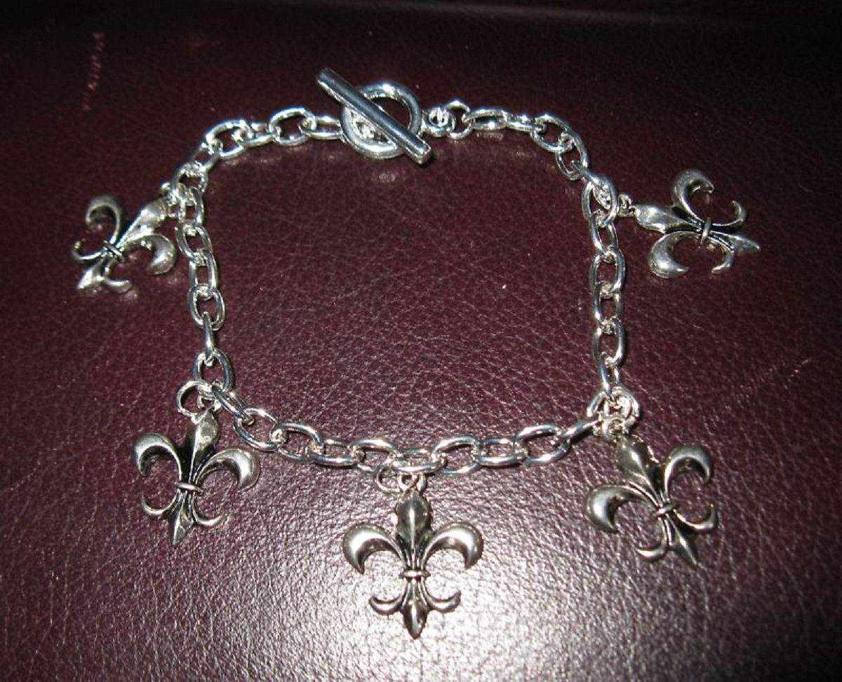 Silver Bracelet Fleur De Lis Design Pierced Beautiful NEW! #T153
