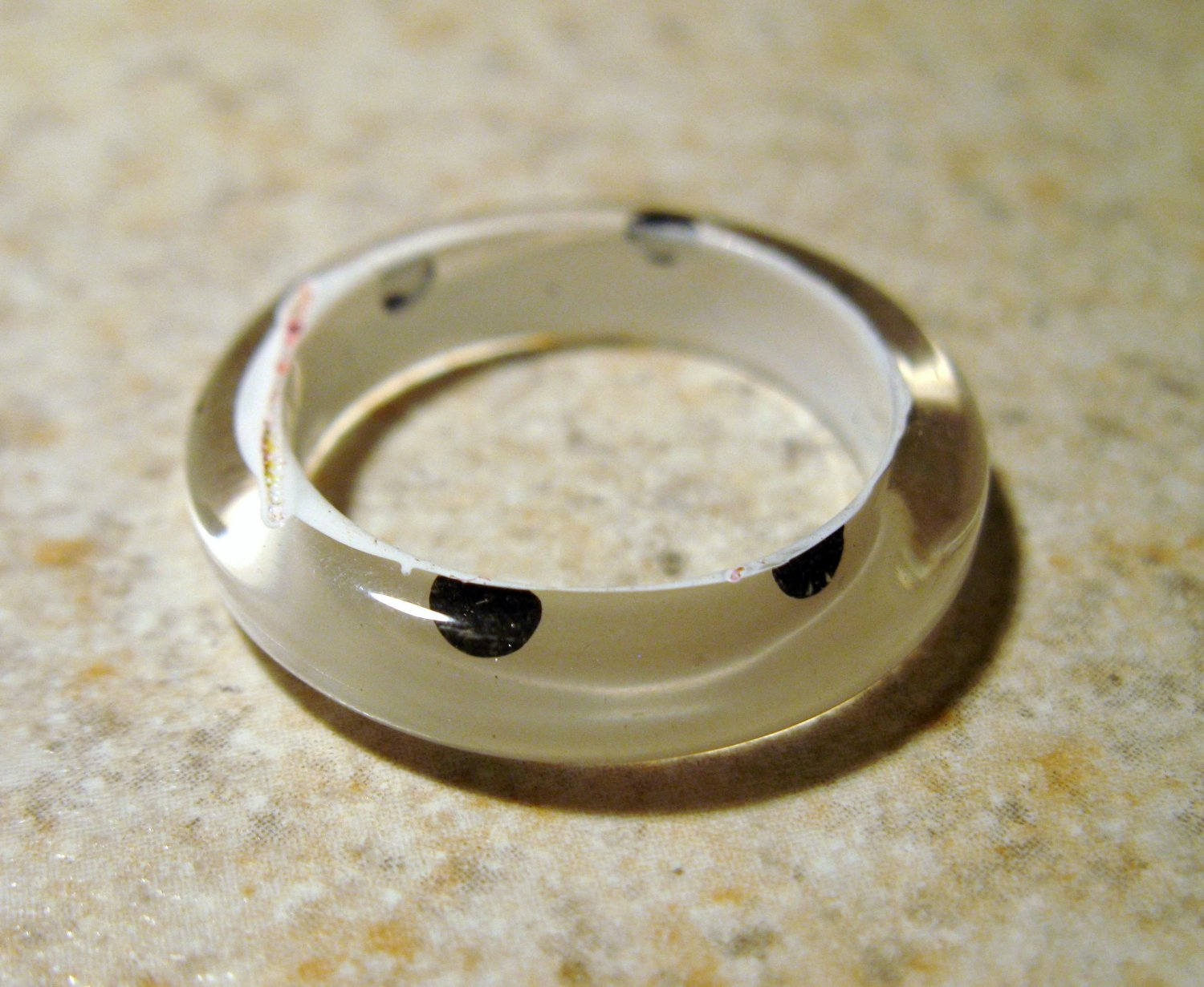 Black & White Resin Large Dotted Fun Ring To Wear Unisex Sizes 8 NEW! #381E