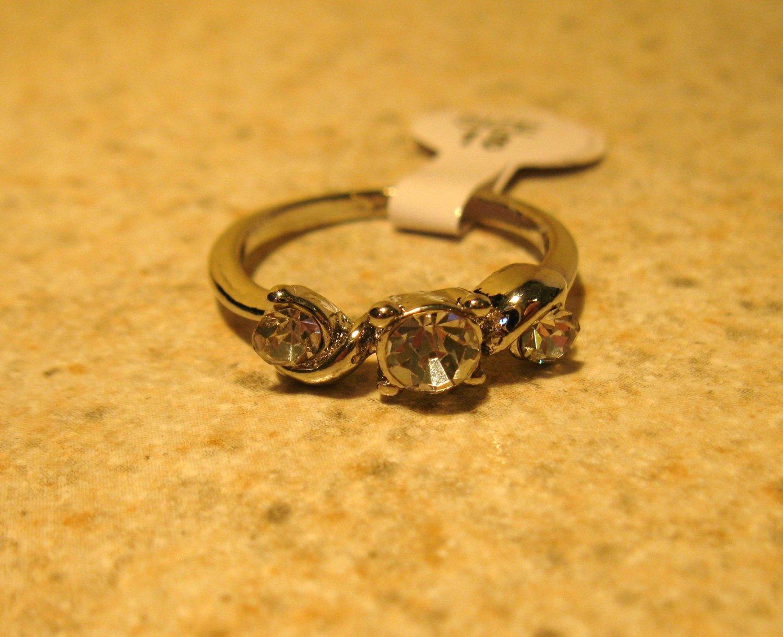 Ring Beautiful White Topaz Triple Stone Setting Size 7.5 New! #241