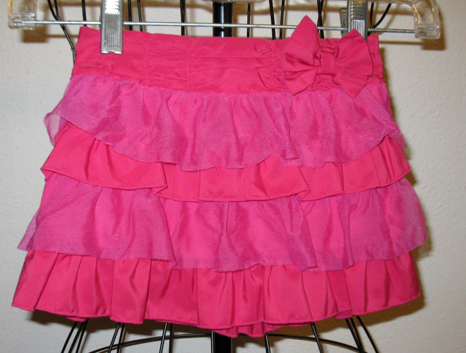 Cute Hot Pink Ruffle Skirt by Healthtex Child Size 3T Nice! #X184