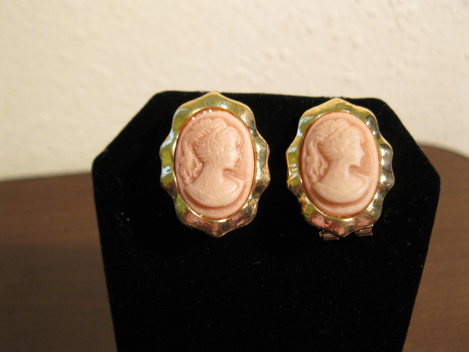 Gold Pink Cameo Lady Pierced Earrings Beautiful & New #D706