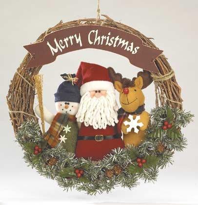 35577 Plush Santa & Friends Wreath