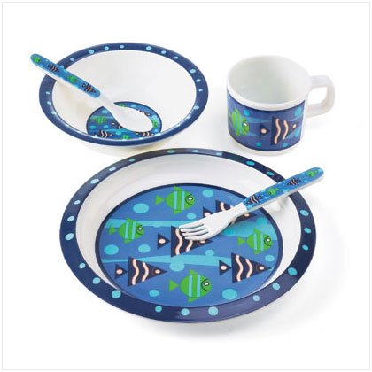 BLUE FISH BOY`S DINNERWARE SET