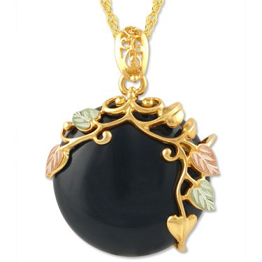 Black Hills Gold On Black Onyx Round Necklace