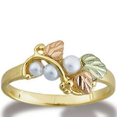 Black Hills Gold & 3 Pearls Beautiful Ladies Ring