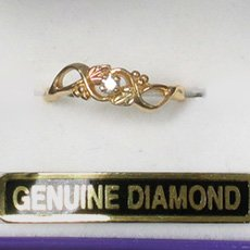 Black Hills Gold 2 Leaf Diamond Ladies Ring