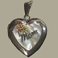 Black Hills Gold Mother Of Pearl Heart & Rose MOM Locket