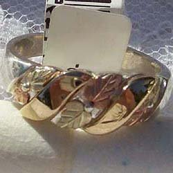 Black Hills Gold Ring Ladies Band 10K Ribbons Silver
