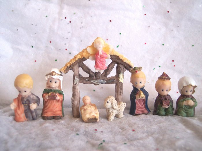 New 8 pc Mini Nativity Set Precious Christmas Creche Manger Holiday Stable Set
