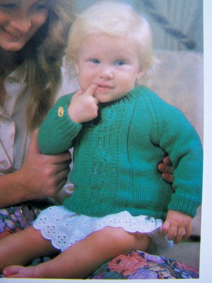 Vintage Knitting Pattern Raglan Sleeve Sweater with Patterned Front Babies Toddlers Baby D22