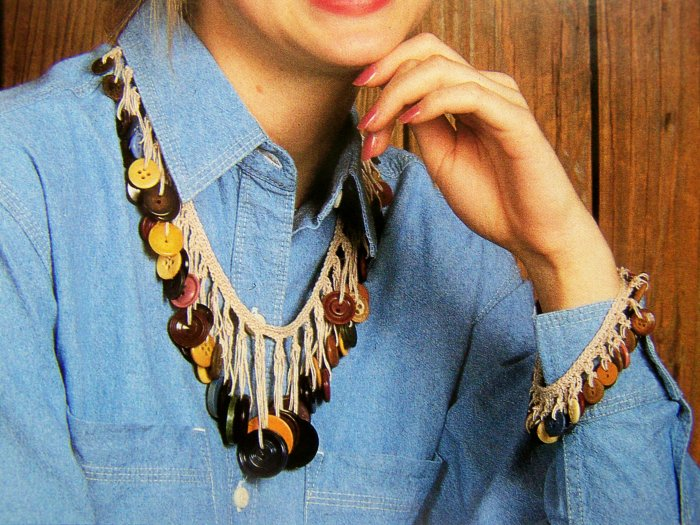 Crochet Pattern Button Up Bracelet Necklace Jewelry Vintage Buttons Crocheting US 1 C S&H