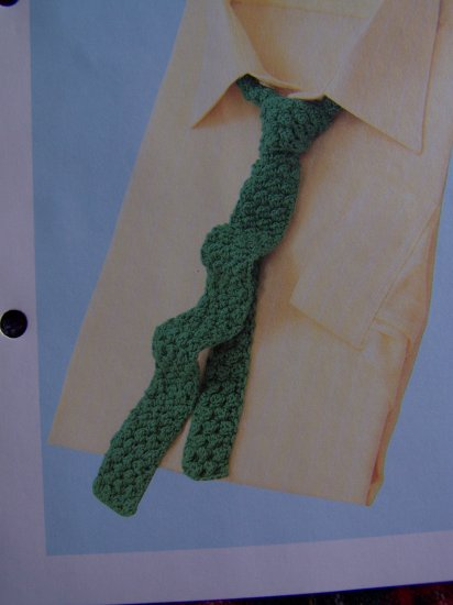 Vintage 1980's Mens Berry Stitch Necktie Crochet Pattern Neck Tie USA 1 Cent Shipping