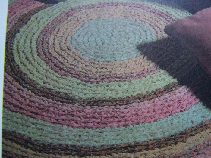 Free Crochet Pattern For Rag Rugs : Vintage Crocheted Fabric Round Rag Rug Pattern 1 Cent USA ...
