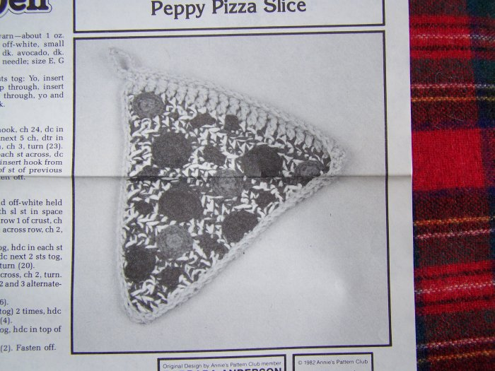 Vintage Pattern Crochet Deli Play Food Pepperoni Pizza Slice Annie's USA 1 Cent S&H