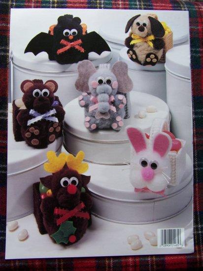 Leisure Arts Leaflet Book 1485 Pom Pom Animals on Plastic Canvas Baskets Candy Holders