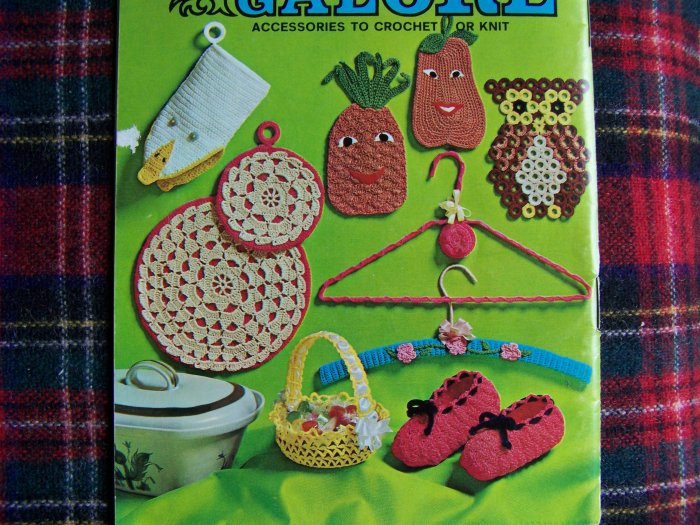 USA 1 Cent S&H Vintage Crochet or Knitting Patterns Book Gifts Accessories