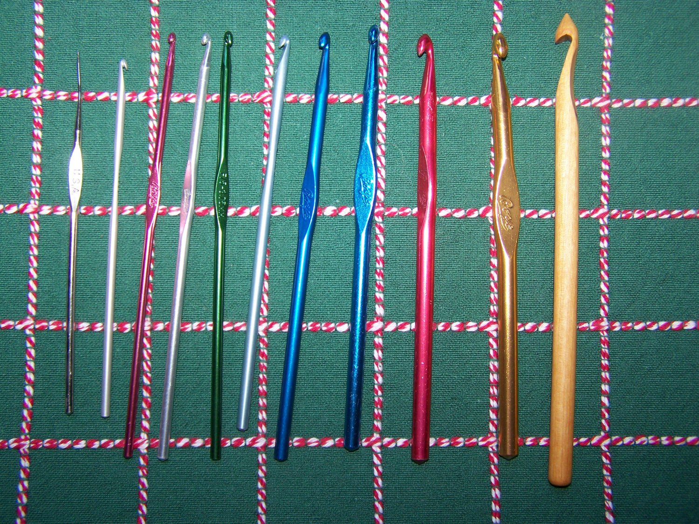 11 Crochet Hooks Susan Bates & Boye Aluminum & Wood Free USA Shipping