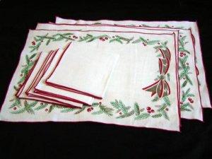 Unused Set Vintage Linen Christmas Placemats & Matching Napkins