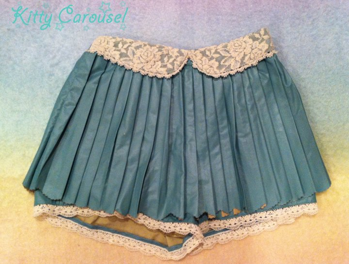 Liz Lisa pleated shorts green