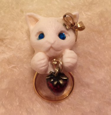 Alice garden white cat ring