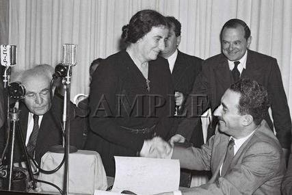 Israeli prime minister David Ben Gurion with Golda Meir & Moshe Sharet wonderful photo still #14