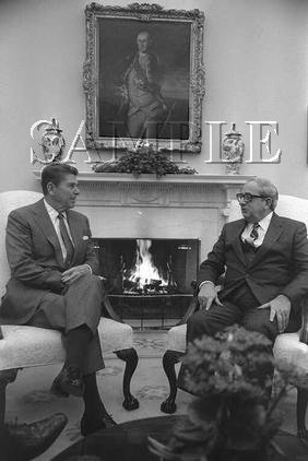 Israel & U.S president Yithak Navon with U.S. President ronald reagan wonderful photo still #9