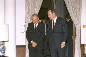 Israel & U.S president Chaim Herzog with U.S. President George Bush wonderful photo still #12