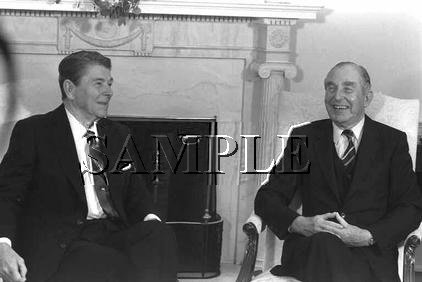 Israel & U.S president Chaim Herzog with U.S. President ronald reagan wonderful photo still #15