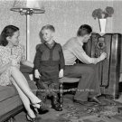 EARLY AMERICANA LIFE STYLE OLD RADIO FURITURE LAMP WALL VASE PAPERS PHOTO 1941